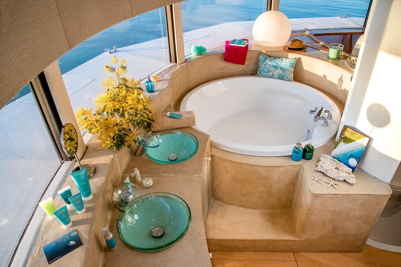Salle de bain de l'Anthénea, hôtel eco luxe sur  l'eau