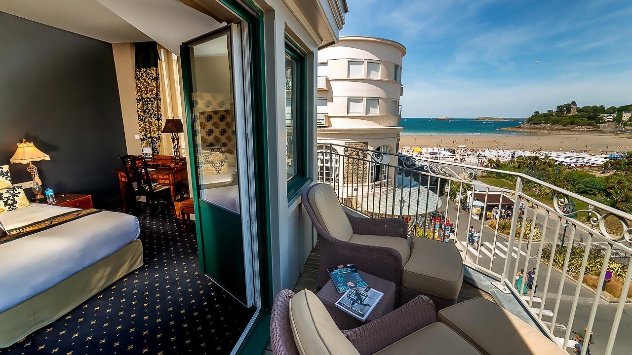 Magnifique chambre avec vue sur la plage et le centre de Dinard