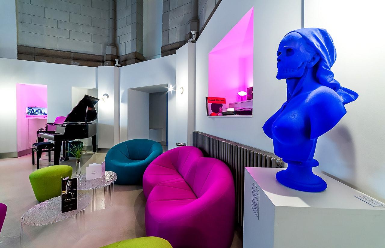 Salon de l'accueil coloré