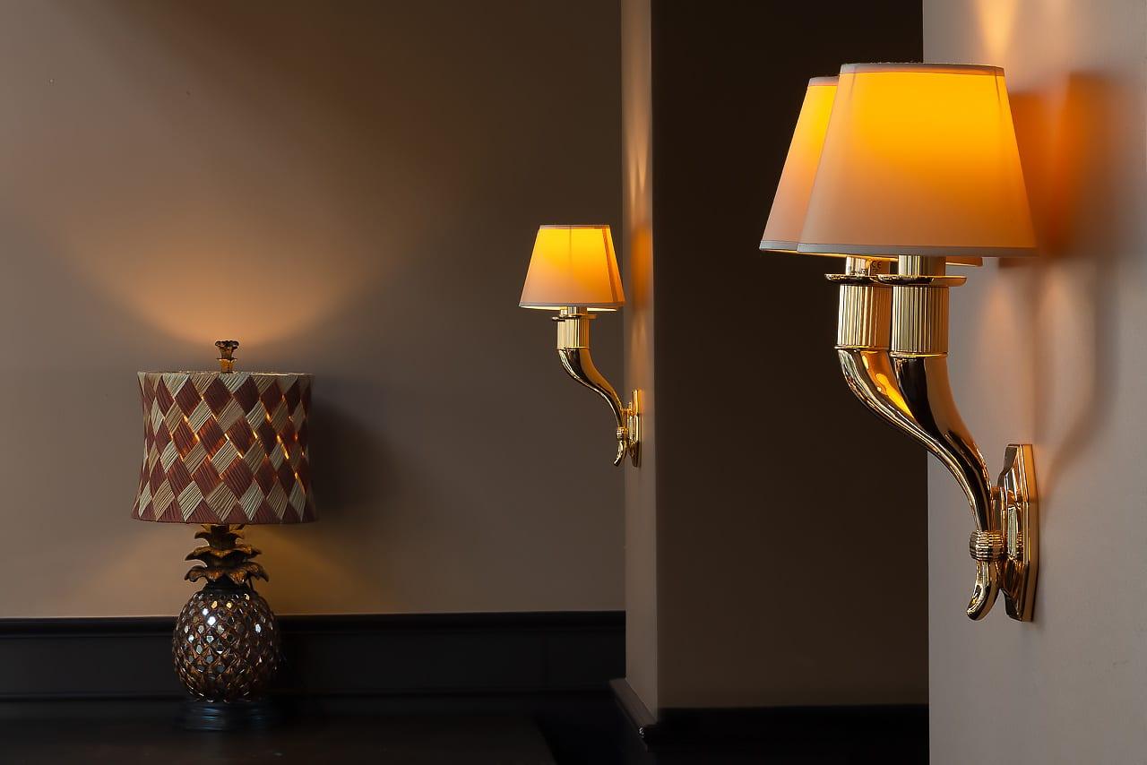 Luminaires à l'intérieur de l'hôtel