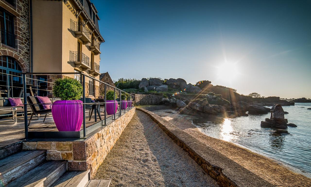 Terrasse de l'hôtel face à la mer