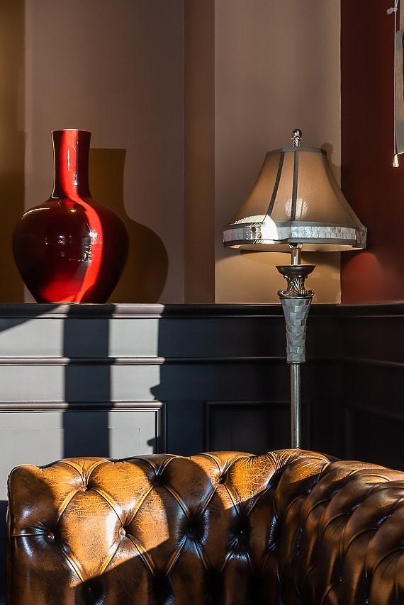 Détails mobiliers du salon de l'hôtel
