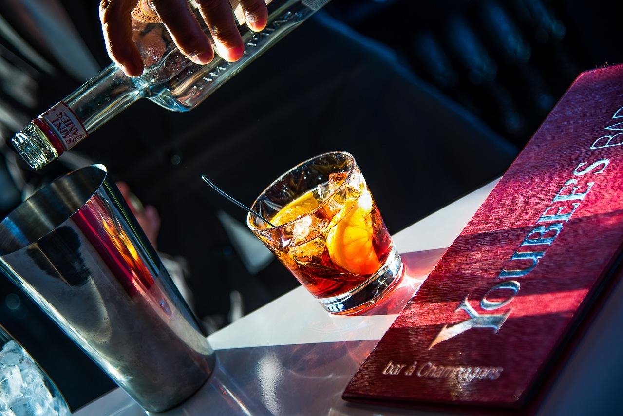 Préparation d'un cocktail à base de rhum