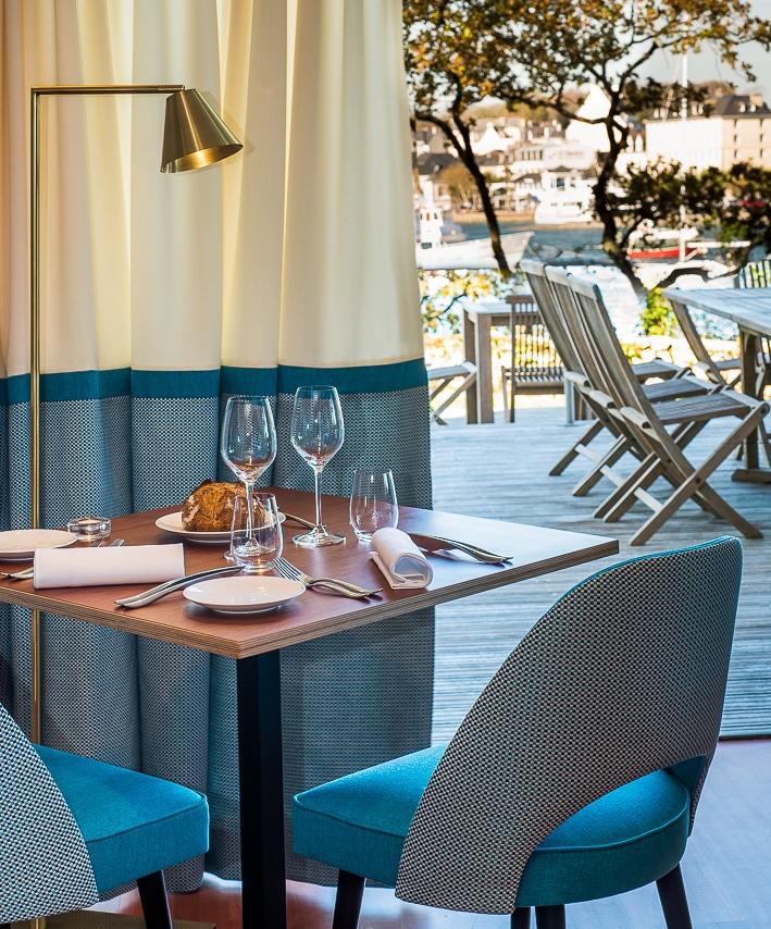 Magnifique table pour deux personnes avec vue sur le port