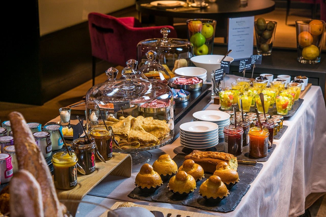 Table des petits-déjeuners du Castel Beau Site