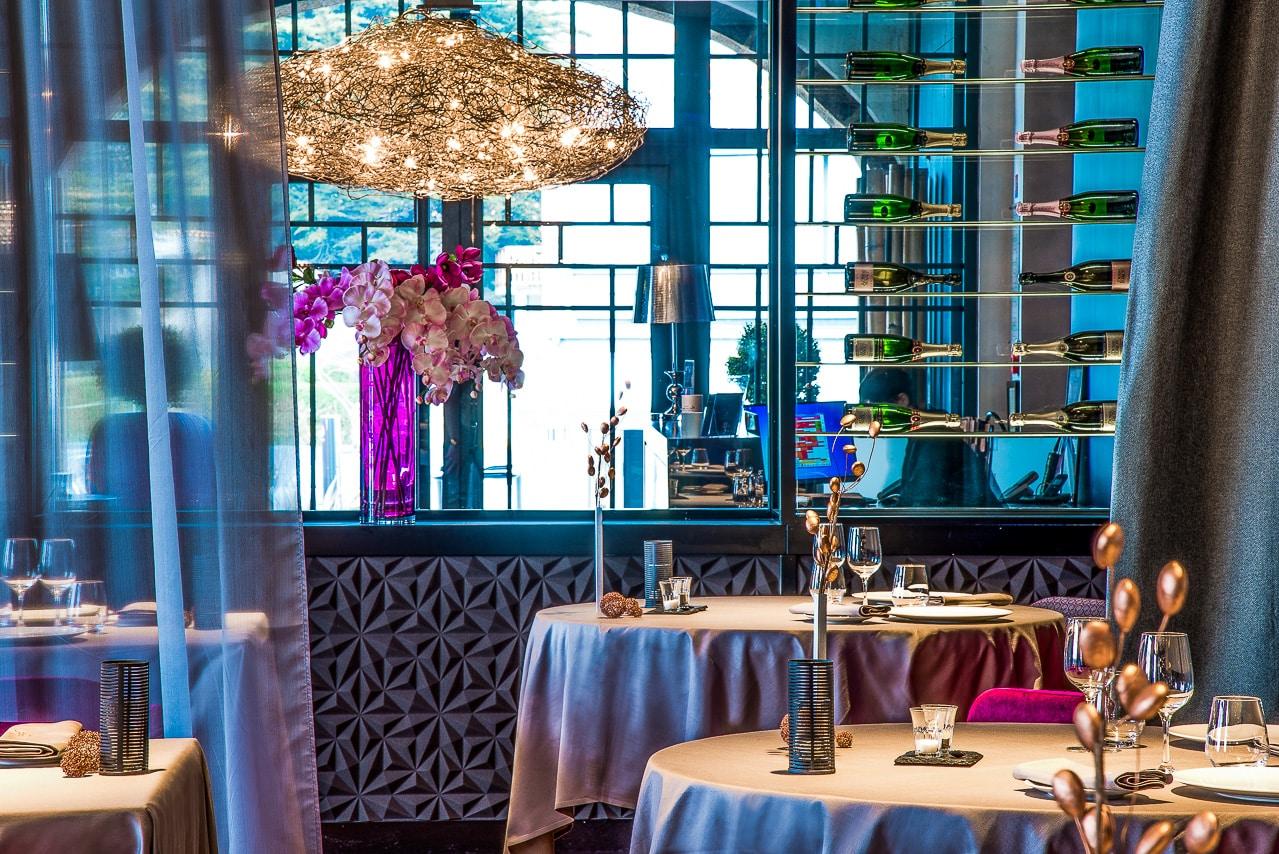 Intérieur du restaurant – la table de mon père